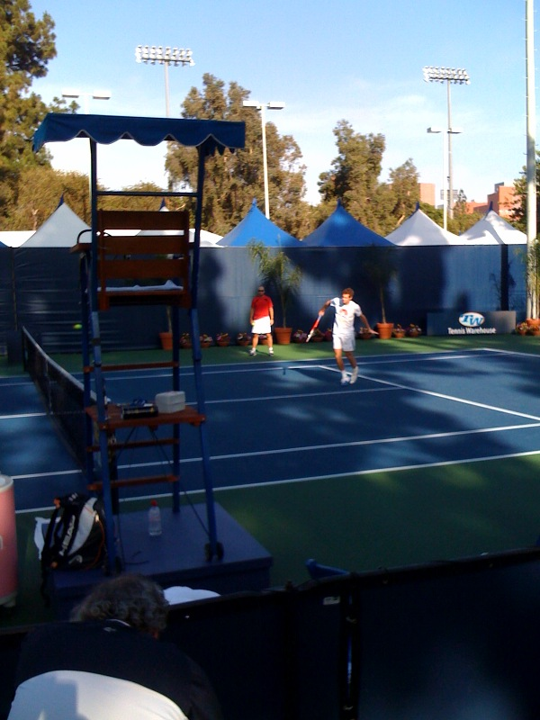 This is @andy_murray warming up @farmersclassic